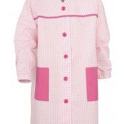 Bata infantil cuello V en color rosa y estampado de cuadros, combinada con bolsillos lisos y goma en el puño.