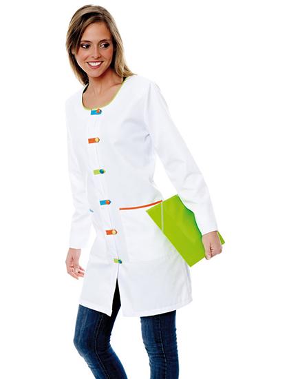 Bata profesora de manga larga sin cuello en color blanco combinada con botones de diferentes colores.