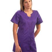 Casaca de manga corta con tapeta en color lila o blanco.