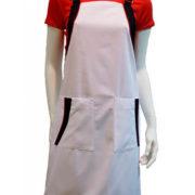 Pichi de sarga, en color blanco combinado con adornos en negro y vivos rojos.