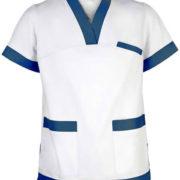 Blusón unisex de manga corta con cuello pico, sin botones y tres bolsillos en color blanco con detalles azules.