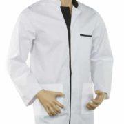 Casaca blanca para señor de manga larga con cuello mao y botones a presión.