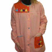 Bata maestra con estampado de cuadros manga larga y cierre central con botones de colores.
