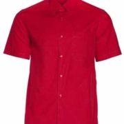 Camisa de señor de manga corta con cuello camisero y bolsillo en pecho.